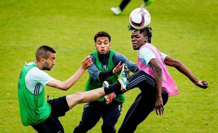 Hakim Ziyech, Jairo Riedewald en Bertrand Traore trainen op in aanloop naar de Europa League finale Beeld anp