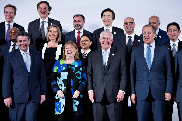Susana Malcorra, voormalig minister van Buitenlandse Zaken van Argentinië (eerste rij, tweede van links) waarschuwt voor 'machistische' leiders Beeld REUTERS