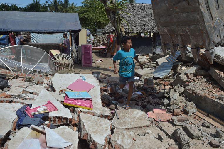 Delen van Lombok zijn verwoest. De lokale bevolking is zwaar getroffen. Beeld AFP