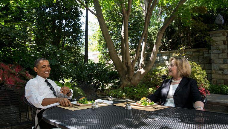 Hillary Clinton luncht in de tuin van Het Witte Huis met president Barack Obama. Beeld getty