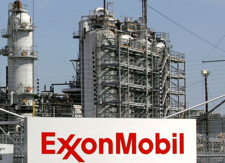 Een raffinaderij van ExxonMobil. Beeld REUTERS