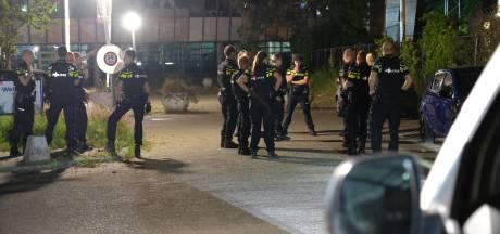 Agenten die vrouw in park tegen de grond werkten, niet vervolgd voor discriminatie en mishandeling