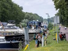 Het water lonkt altijd; Jan en Roeloffina zaten 50 jaar op de rivieren met mest en veevoer, nu varen ze voor hun plezier op de Zuid-Willemsvaart