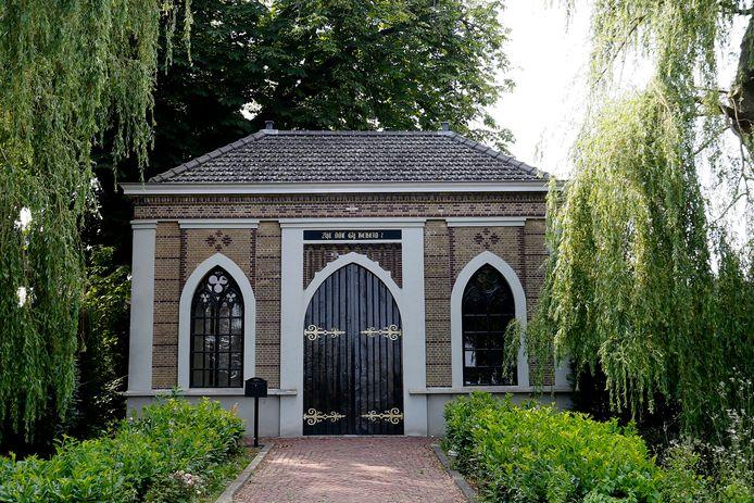 Op de ingang van het poortgebouw van de Algemene Begraafplaats staat de tekst 'Zijt ook gij bereid?'