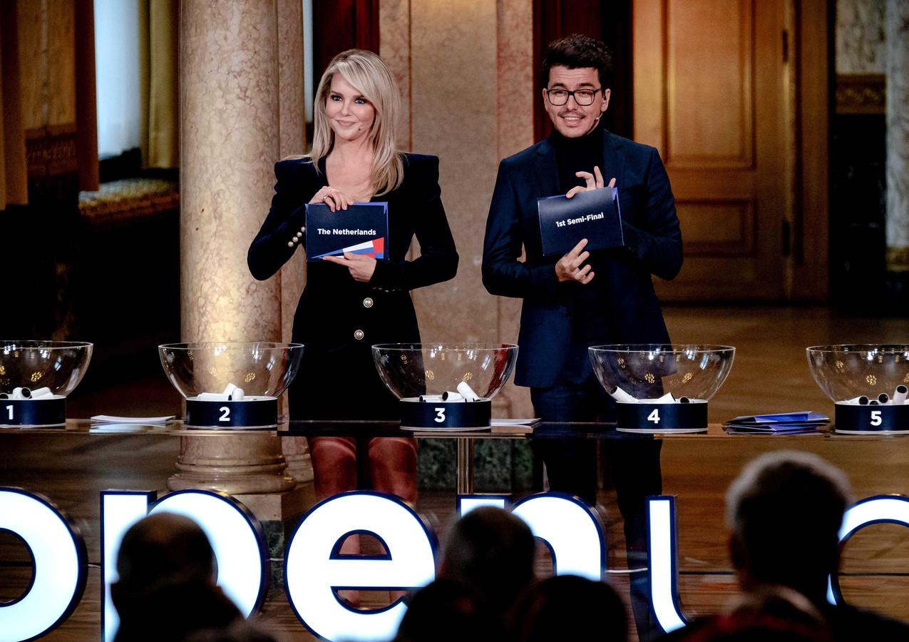 Gisteren presenteerde Jan Smit nog de loting van het Songfestival samen met Chantal Janzen