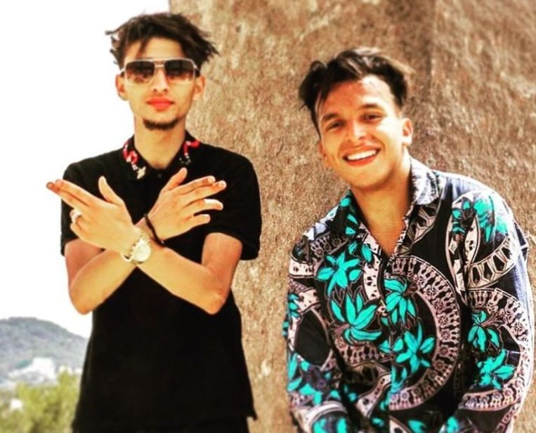 De veroordeelde rapper Moreno trok deze zomer naar Ibiza om samen met zijn vriend Soufiane Eddyani een videoclip op te nemen. Beeld rv