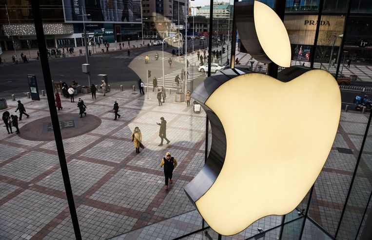 Een Apple Store in Beijing. Apple kwam begin dit jaar met een omzetalarm vanwege de tegenvallende verkoop van iPhones in China. Beeld Getty Images