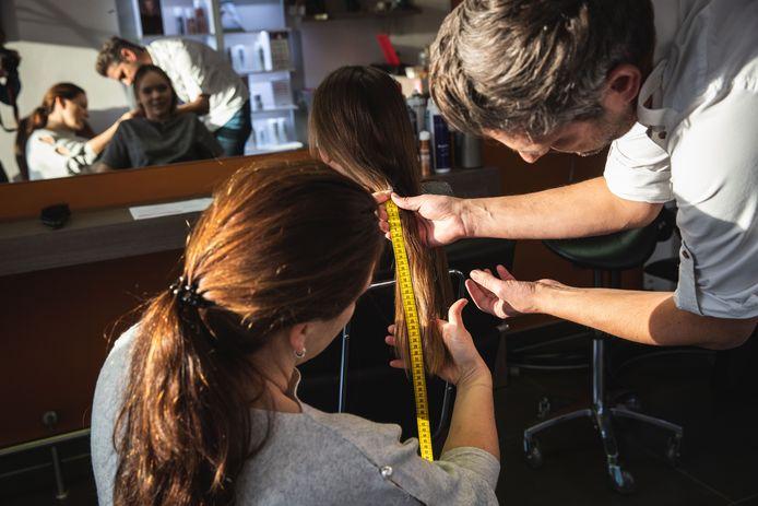 Sophia laat haar haar knippen voor het goede doel