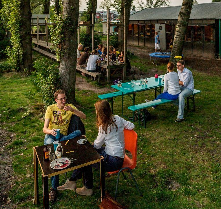 Aan de noordkant van de Sloterplas zit Hotel Buiten Beeld Rink Hof