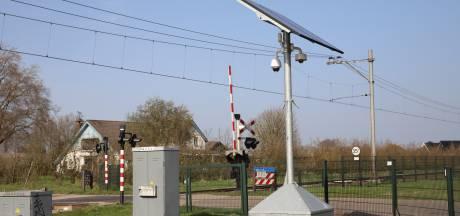 Camera bij spoorwegovergang geplaatst na vandalisme