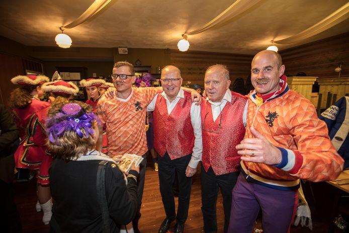 Willy en René on tour met De Durbloazers: even spelen... en dóór!'