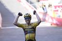 Na twee derde plaatsen won Wout van Aert nu bij zijn derde deelname de Strade Bianche.