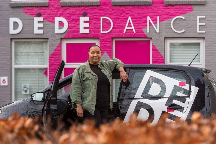 Eigenaresse DéDé Dance Deyonne van Dam.