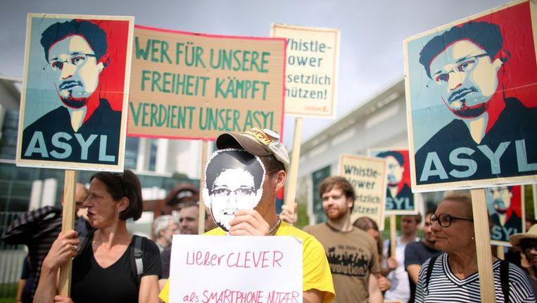 Demonstranten in Duitsland vinden dat Edward Snowden daar asiel moet krijgen. Beeld null