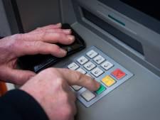 Man gijzelt urenlang twee personen tijdens nachtelijke rondrit van pinautomaat naar pinautomaat