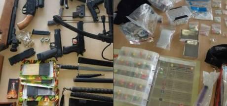 Man (26) uit Sint Anthonis is agressief tegen politie, blijkt wapenarsenaal en drugs in huis te hebben