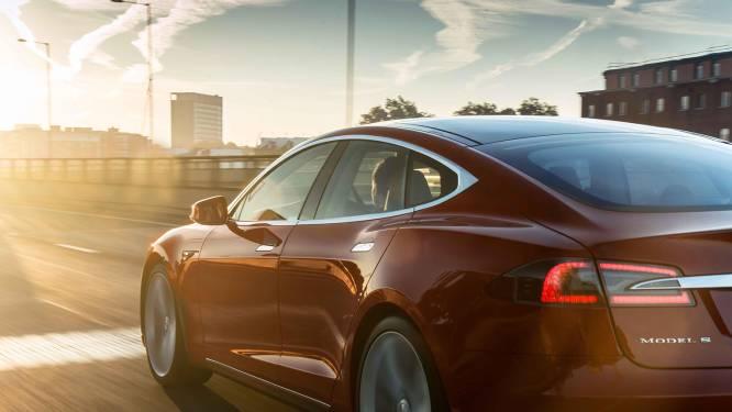 Wielophanging Tesla breekt af bij man die 200 km/u rijdt