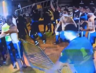 Waanzinnige taferelen: spelers van Argentijnse topclub Boca gooien met hekken en brandblussers naar politie