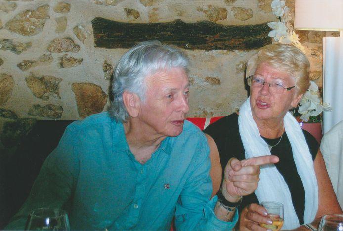 Cock de Graaf met zijn zus Carry in een Frans restaurant.