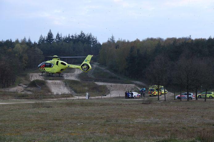 Ook een traumahelikopter met arts aan boord kwam voor eerste hulp langs.