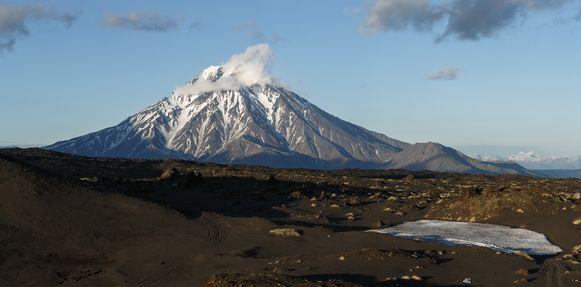 De vulkaan, Bolshaya Udina in het oosten van Rusland lijkt ontwaakt te zijn.