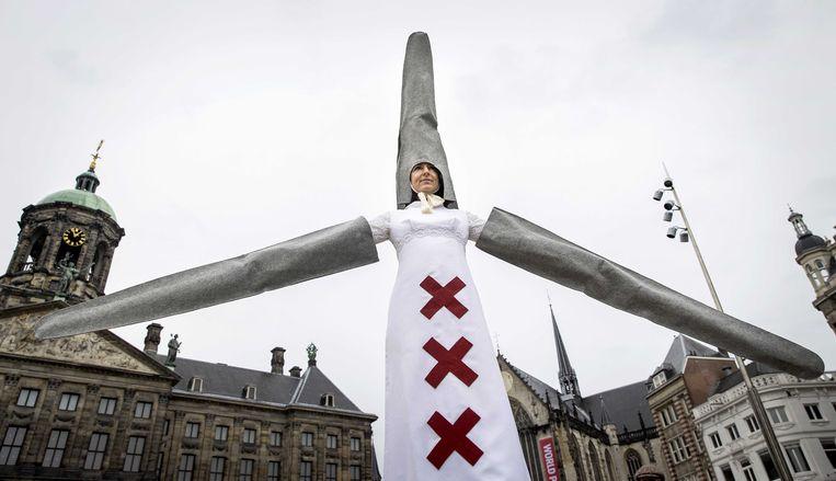Een van de acties van tegenstanders van de komst van megawindturbines in de buurt van woningen en natuur in Amsterdam. Beeld ANP