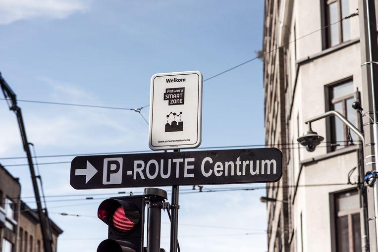 De smartzone in de Sint-Andriesbuurt in Antwerpen. Dit bord staat op de hoek van de Nationalestraat en Kronenburgstraat. Beeld Tine Schoemaker