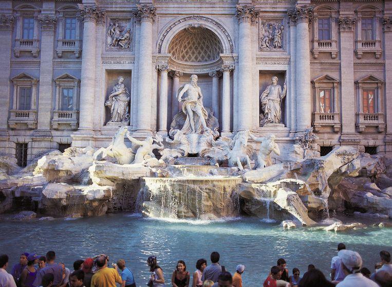 De beroemde Trevi fontein kan steeds op veel belangstelling rekenen. Beeld UNKNOWN