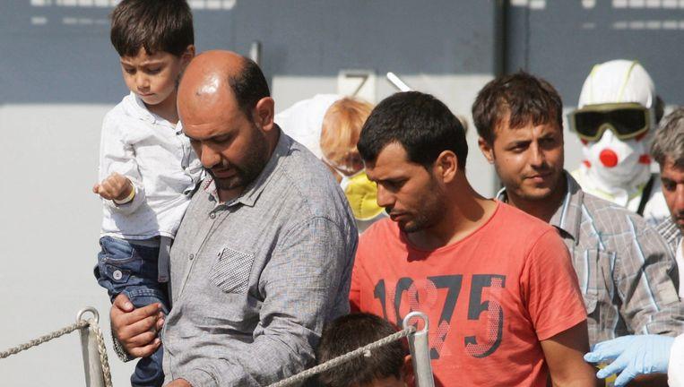 Geredde bootvluchtelingen komen toe in Palermo, Sicilië. Beeld © afp