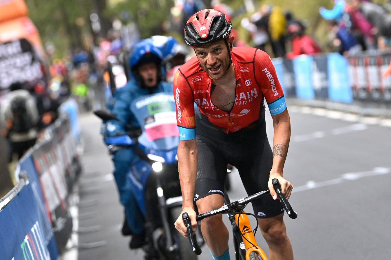 Damiano Caruso op weg naar de overwinning in de 20ste etappe van de Giro.