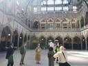 De nieuwe tour '800 jaar Antwerpen' houdt halt bij de Handelsbeurs.