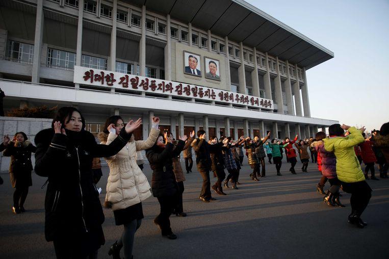 Dansende Noord-Koreanen in Pyongyang. Beeld AP