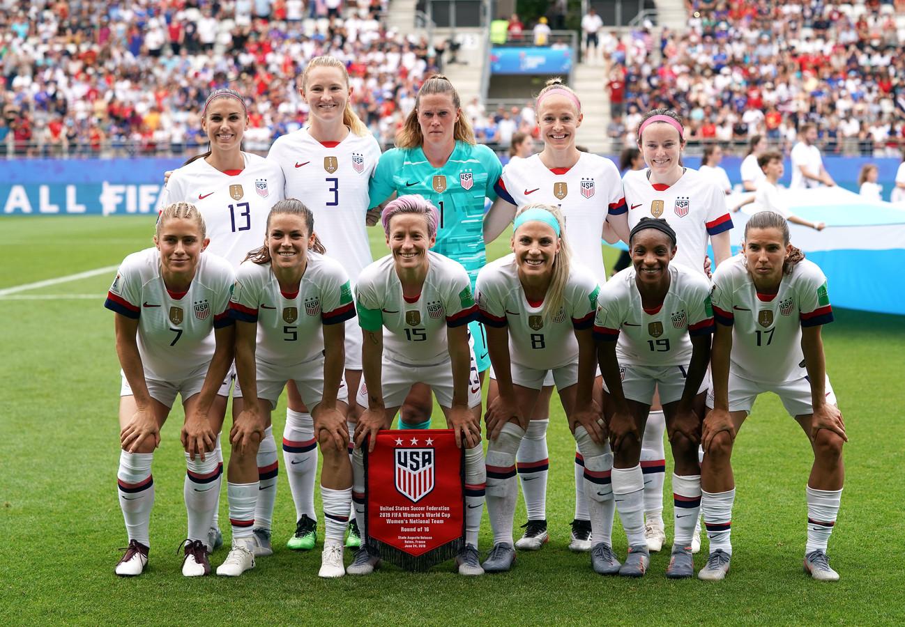 Het team van de VS voor de achtste finale tegen Spanje.