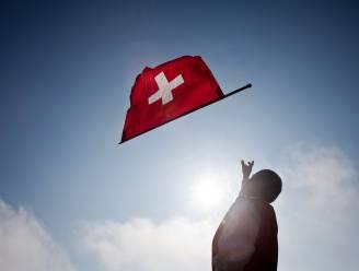 Zwitserland schort naturalisatie op van moslims die vrouw handdruk weigeren