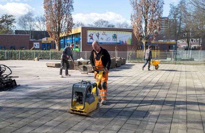 Een speelveld in de Wageningse wijk Tarthorst wordt opnieuw aangelegd.
