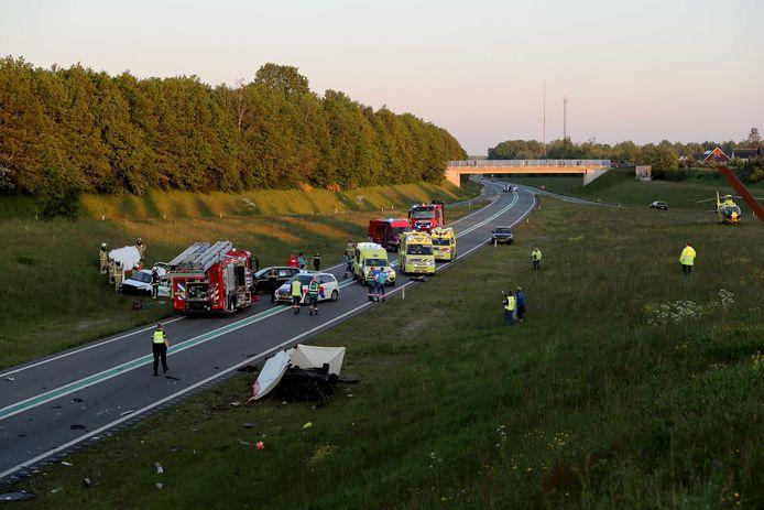 Bij een ongeluk met zes auto's op de N34 bij Borger zijn meerdere doden gevallen. Meerdere auto's zijn met elkaar in botsing gekomen.