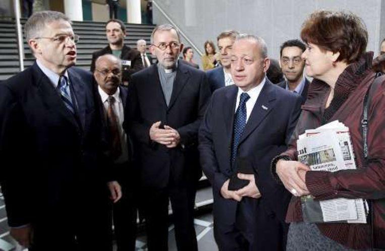 Ella Vogelaar (r) en Ernst Hirsch Ballin (l) spraken met moslims over de film.