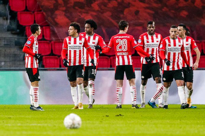 PSV viert het eerste doelpunt van Donyell Malen.