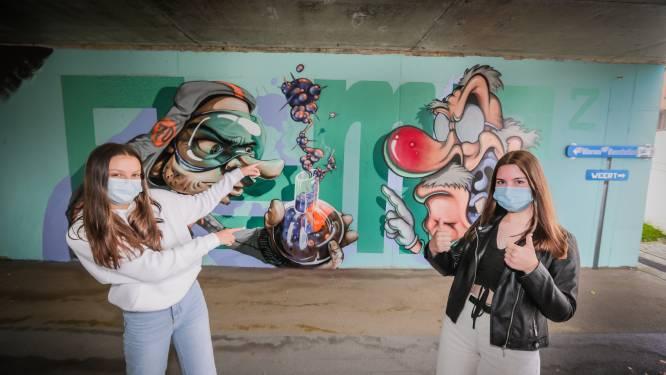 Leerlingen versieren fiets- en wandeltunnel met graffiti