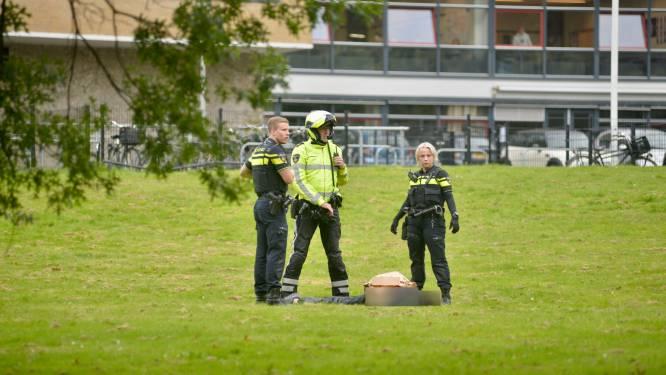 Verdachte (16) van steekpartij bij Arnhemse school had keukenmes bij zich: mag dat volgens de regels?