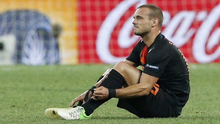 Wesley Sneijder zit kapot na de beschamende uitschakeling van Oranje. Beeld reuters