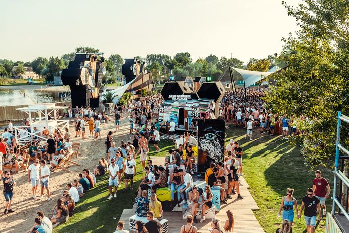 Duikboot Festival bij Asterdplas Breda.