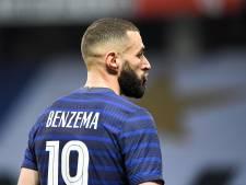La France s'impose face à des Gallois réduits à dix, Benzema loupe un pénalty pour son retour