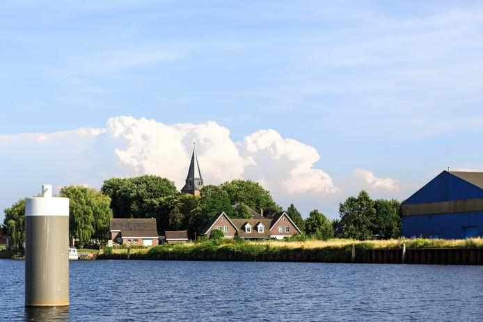 Stampersgat, dorp aan het water. De drinkwaterleiding wordt binnenkort