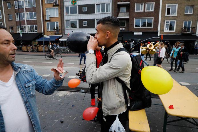 De Vierdaagsefeesten van dit jaar: even een ballonnetje kopen op Kelfkensbos.