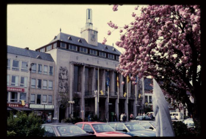 Een foto van het stadhuis in Turnhout begin jaren '90