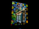 In het huis zijn nog veel originele elementen, zoals dit glas-in-loodraam, te vinden. Tot grote vreugde van het echtpaar.