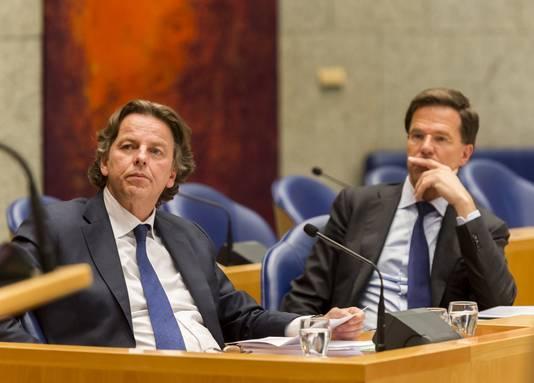 Minister van Buitenlandse Zaken Bert Koenders (links) en premier Mark Rutte in de Tweede Kamer