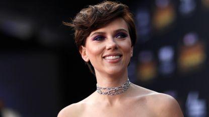 Gênant: Scarlett Johansson flasht haar edele delen op het vliegtuig