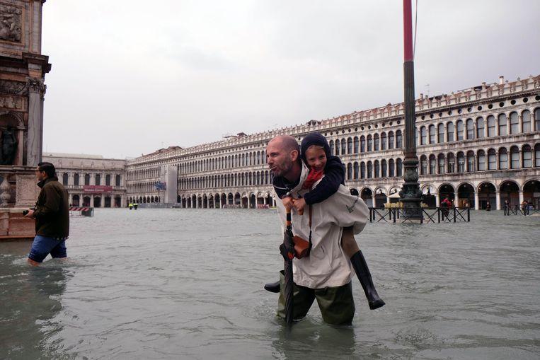 Het waterpeil in Venetië blijft stijgen. Beeld Photo News